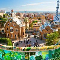 Dla mieszkańców Barcelony nic nie pobije jednak dnia spędzonego w najpiękniejszym parku w mieście. Park Güell to arcydzieło Gaudiego. Te dziwaczne, ale zarazem niepowtarzalne i w istocie wspaniałe budowle przeniosą Ciebie w inny świat.
