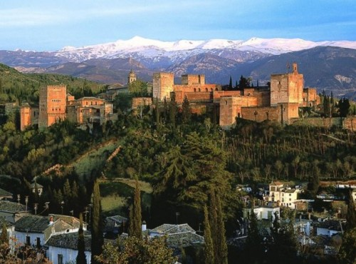 Widok na Alhambre w Granadzie