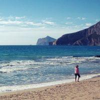 Costa Blanca to nie jest przypadkowa nazwa tego regionu. Delikatny, biały piasek z krystaliczną wodą i czystym niebem, to jest to! Prowincja Alicante posiada 218 kilometrów wspaniałych plaż, niektóre z nich znajdują w centrum, inne są trochę oddalone.