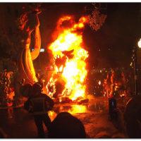 Od 19 do 24 czerwca całe miasto zbiera się wokół pomników satyry połączonych z ogniem, popiołem, muzyką, tańcem i śpiewem i radością. Przez pięć dni ulice są pełne monumentów z kartonu wykonanych przez znanych w mieście artystów, którzy przygotowywali się do tej imprezy od wielu miesięcy.